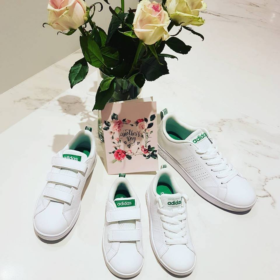 WIN 💕 WIN 💕 WIN een paar sneakers van Adidas voor jou en mini-me😍